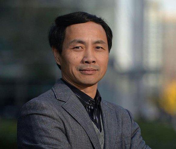 武汉科技大学金融证券钻研所所长董登新