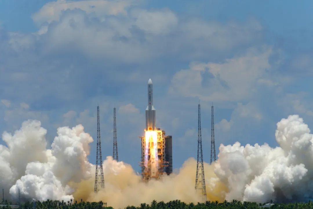 7月23日12时41分,中国成功发射首次火星探测任务天问一号探测器。图/中新社发中国空间技术研究院 摄