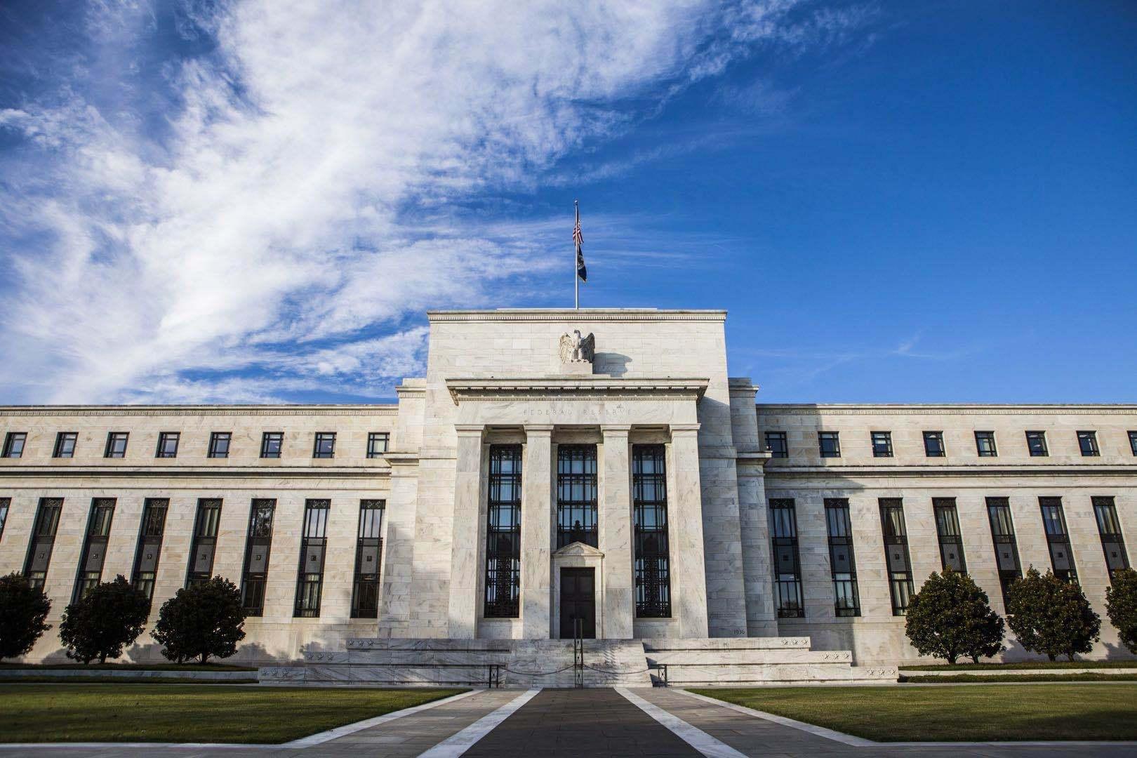 美国二季度GDP或暴跌近35%!美联储利率决议:暂不加息