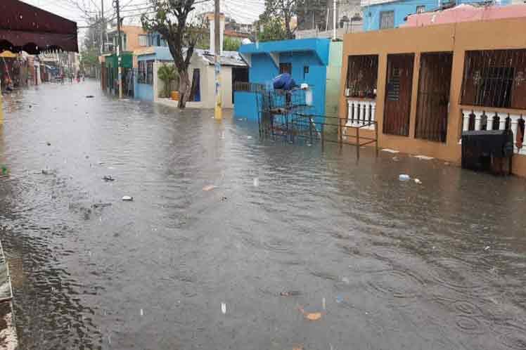 热带风暴伊萨亚斯进入加勒比地区 多国遭强风暴侵袭