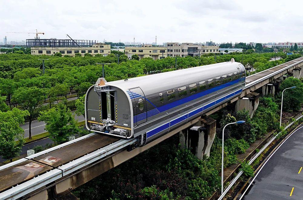 6月21日,时速600公里高速磁浮试验样车在磁浮试验线上试跑。图/IC
