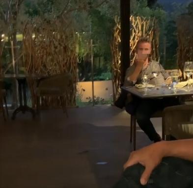 洛夫豪斯比不雅手势(视频截图)