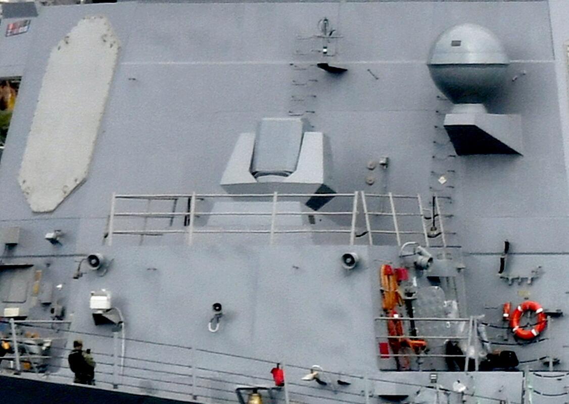 """加装了""""奥丁""""激光定向能武器系统的""""杜威""""号驱逐舰"""