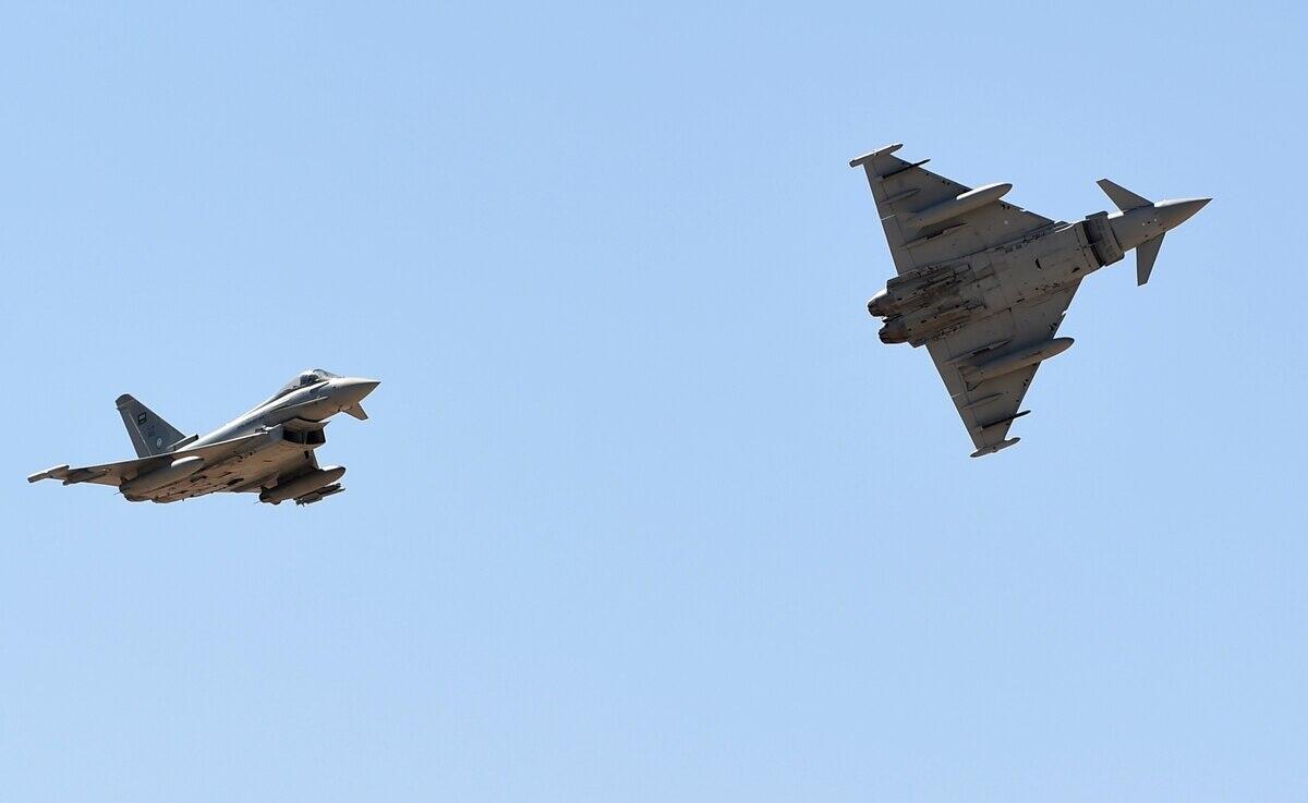 """沙特空军的""""台风""""战斗机正在进走空中外演"""