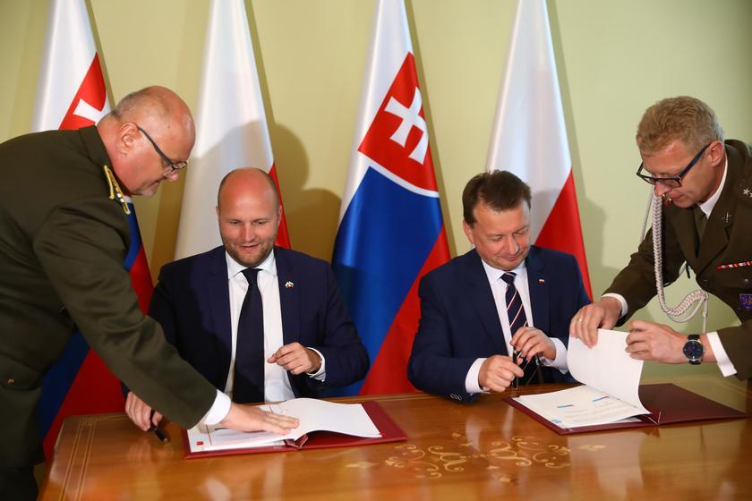 △斯洛伐克国防部长纳德(左)波兰国防部长布瓦什察克(右)(图片来源:波通社)