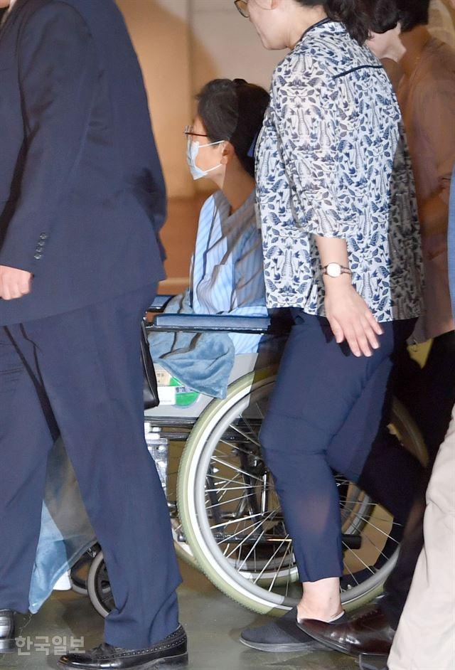2019年9月,朴槿惠被送院做肩部手术(《韩国日报》)