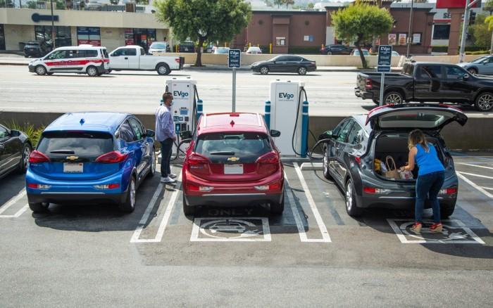 让EV变更实用:GM将联手EVgo建设2700个快速充电器