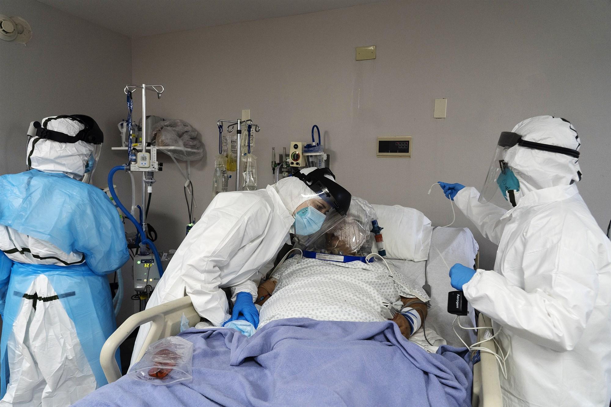 美联储高官呼吁更严封锁 否则可能会有更多死亡病例