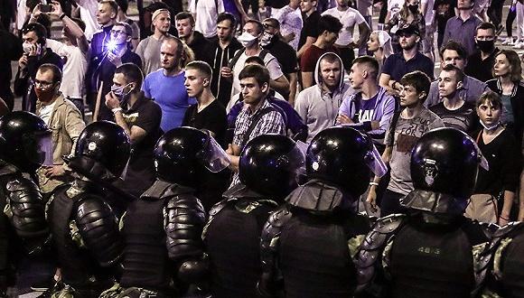 全国断网反对派竞选人逃亡:白俄大选余波持续