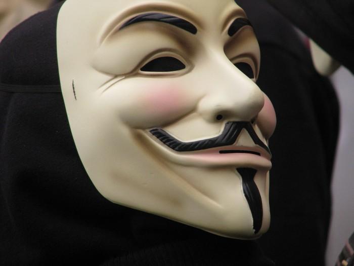 "Fawkes照片工具:秘密给人脸识别系统""下毒"""