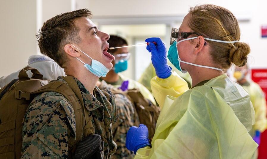 美军中累计已有3.2万人感染新冠另有3万军人被隔离