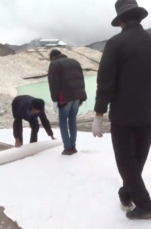 科研人员为冰川盖被子减缓消融什么情况?终于真相了,原来是这样!