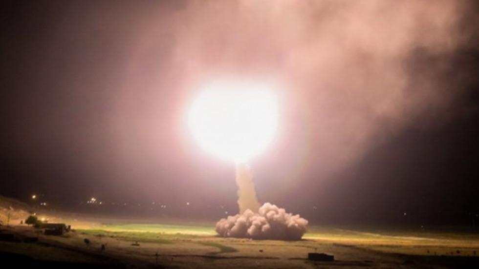 伊朗向美军基地发射导弹现场(法尔斯通讯社)