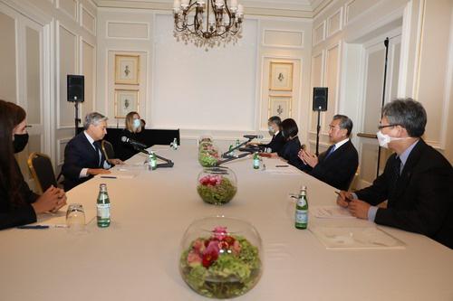 8月25日,王毅和商鹏飞在罗马举行会谈。 图自外交部网站