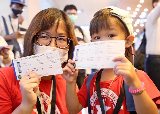 """疫情期间台湾兴起""""伪出境游"""",坐上飞机却不起飞"""