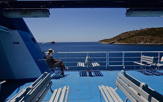 """希腊抗疫措施升级渡轮甲板实施""""强"""