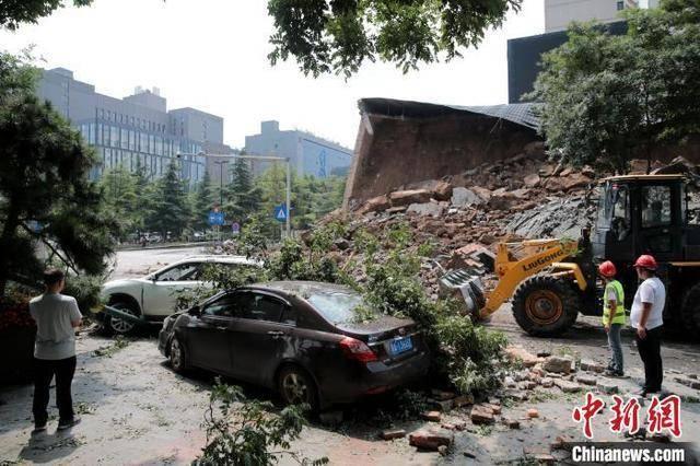 明秦王府城墙遗址局部坍塌事故现场。 中新网 图