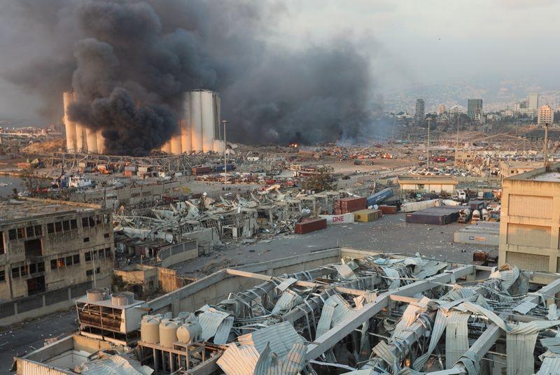 ▲爆炸产生的巨大冲击波对周围建筑造成巨大破坏。图据推特