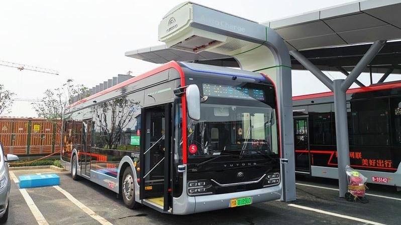 郑州自动驾驶公交试运行 市民可免费乘车体验