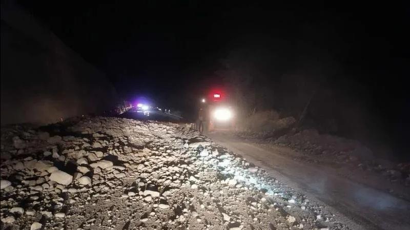 国道215线云南段部分道路发生塌方抢