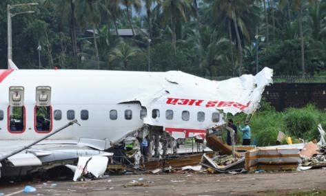 """印度客机事故两人新冠检测呈阳性""""黑匣子""""已找到"""
