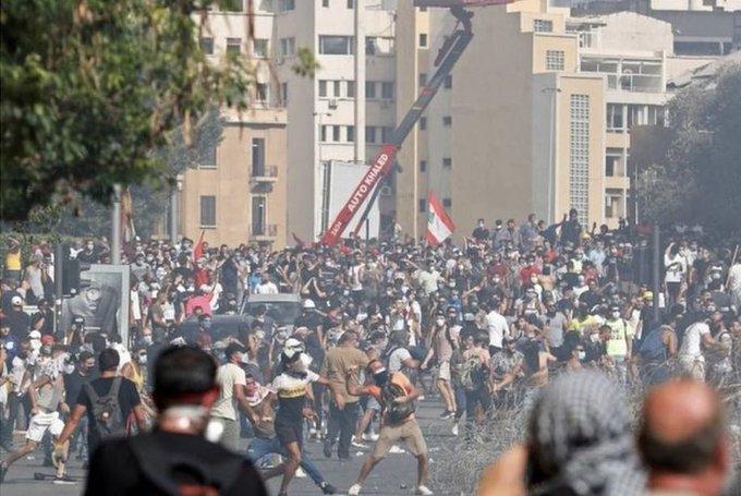 黎巴嫩首都爆发反政府示威活动,一名警察遭袭击身亡
