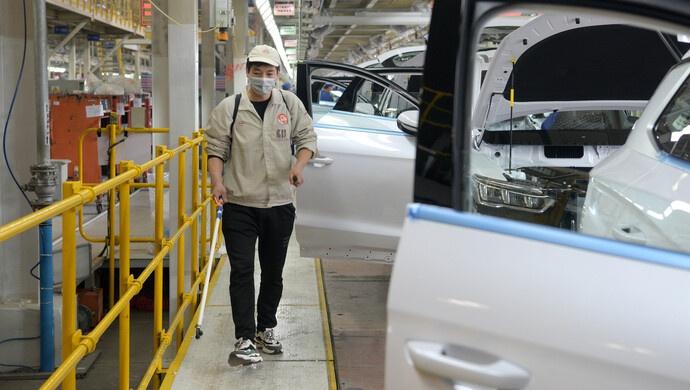 """新能源汽车观察①│连续五年全球产销第一后下滑,亟需""""稳政策"""""""
