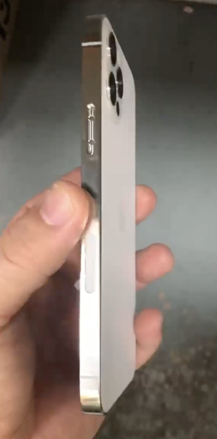 Suspected iPhone 12 Pro real case exposure: the frame returns to iPhone 4 image 2