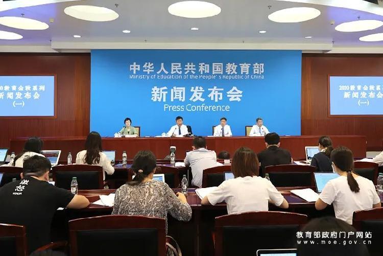 王登峰表示,教育部与卫健委联合印发的《高等院校秋季学期疫情防控技术方案》对此做出了明确的要求: