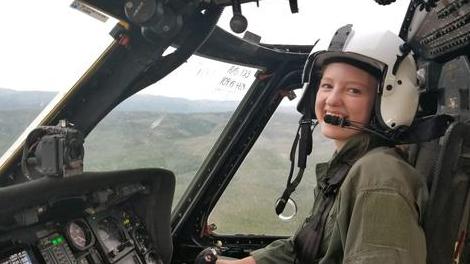 美19岁少女开直升机灭山火 开学当天奋战到凌晨(图)