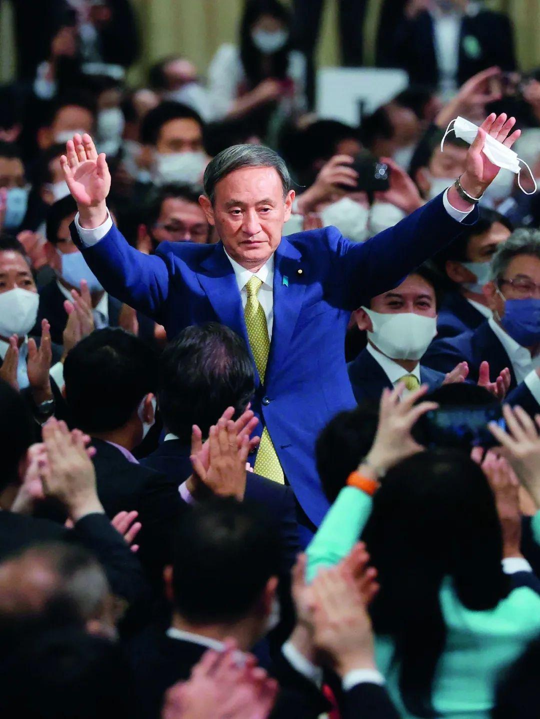 """当过保安、做过服务员,菅义伟为何""""逆袭""""成日本首相?"""