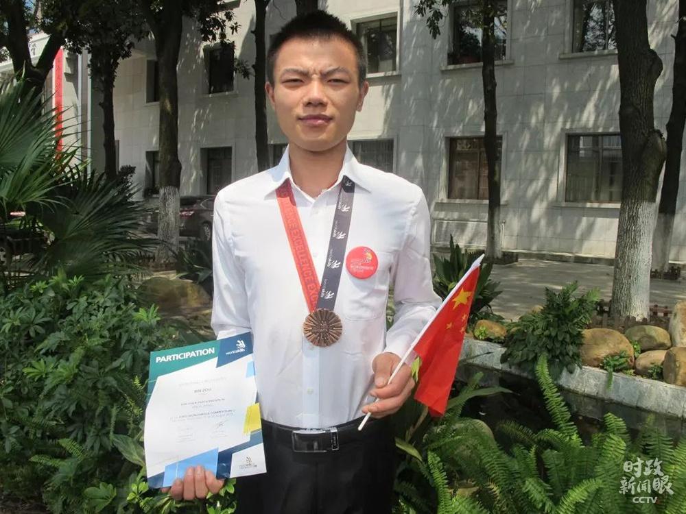 △邹彬在第43届世界技能大赛砌筑项目获得优胜奖。