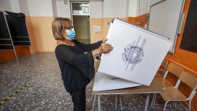意大利开始全民公投及地方选举