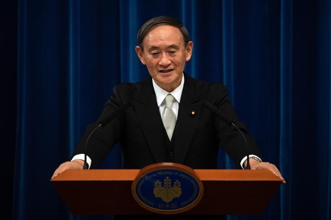 菅义伟当选日本第99任首相后,日本异日发展何往何从备受关注。图为9月16日, <a href=