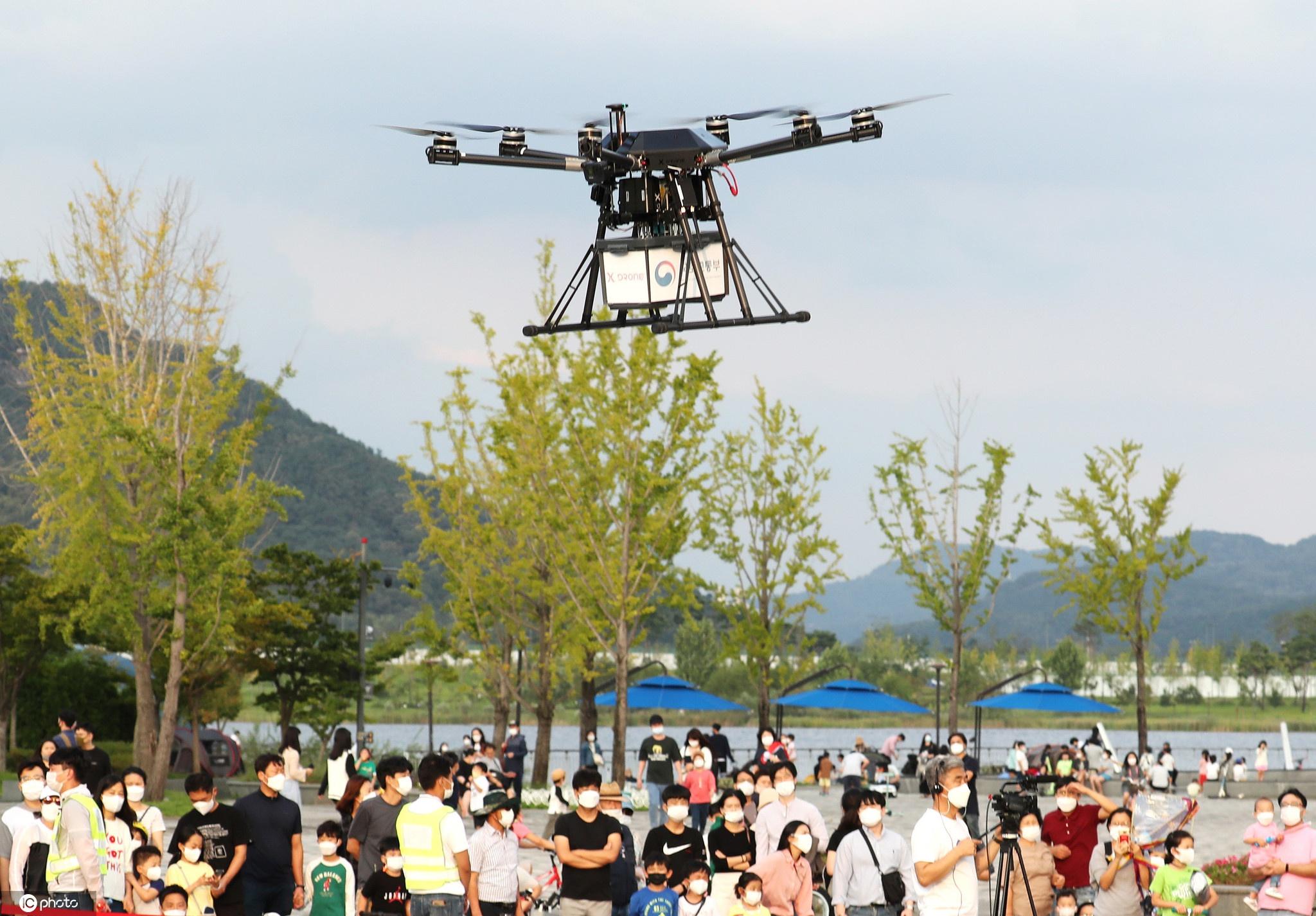 韩国无人机送货演示来了!为市民送炸鸡