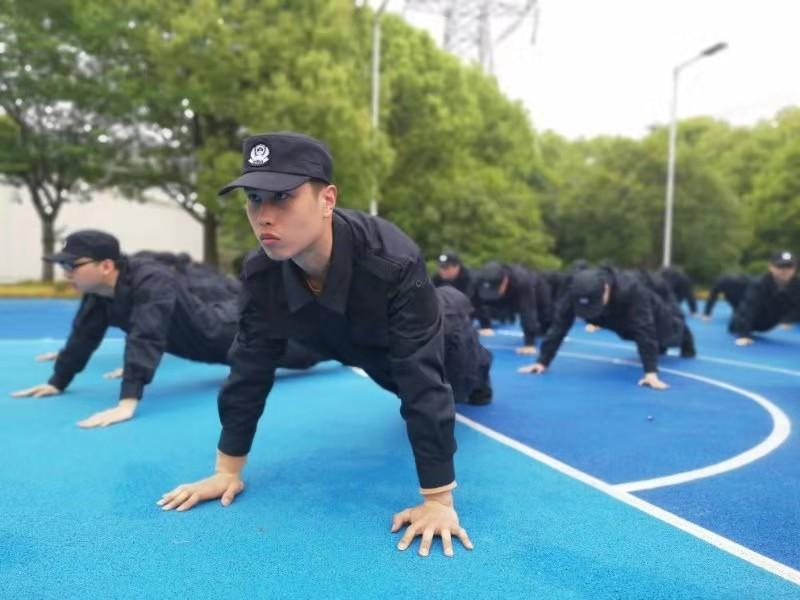 上海公安勤务辅警上岗前,要经过两个月的全方位封闭训练
