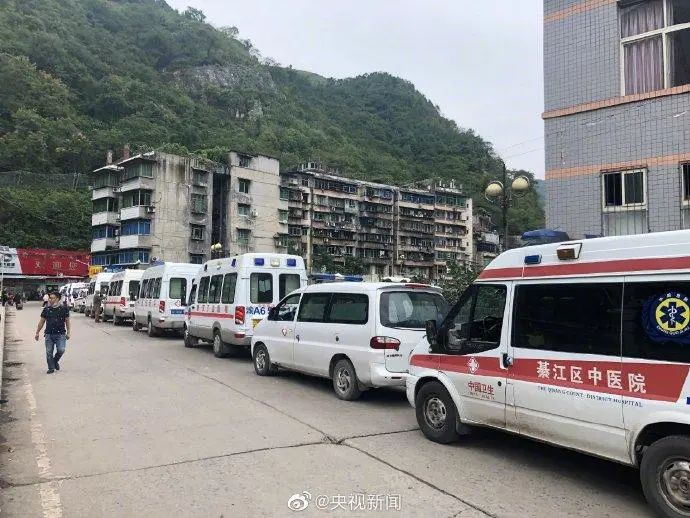 重庆煤矿事故亲历者:燃烧后的一氧化碳和煤灰吸了两口就承受不住