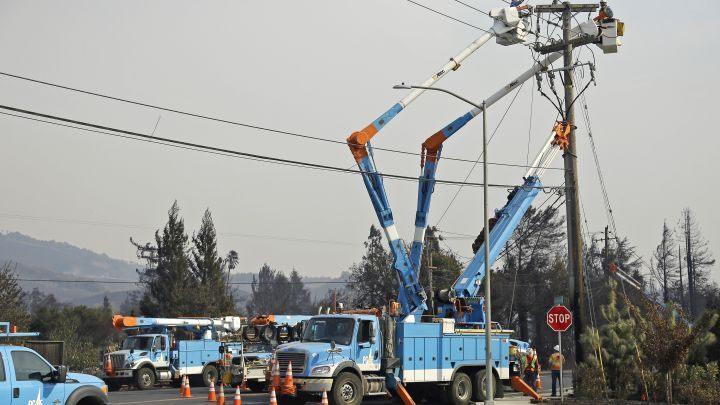 美国加州再迎热浪或加剧山火 电力公司:近九万户家庭断电