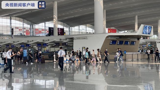 暑期结束广州白云机场迎来出行高峰 国内旅客量基本恢复正常水平