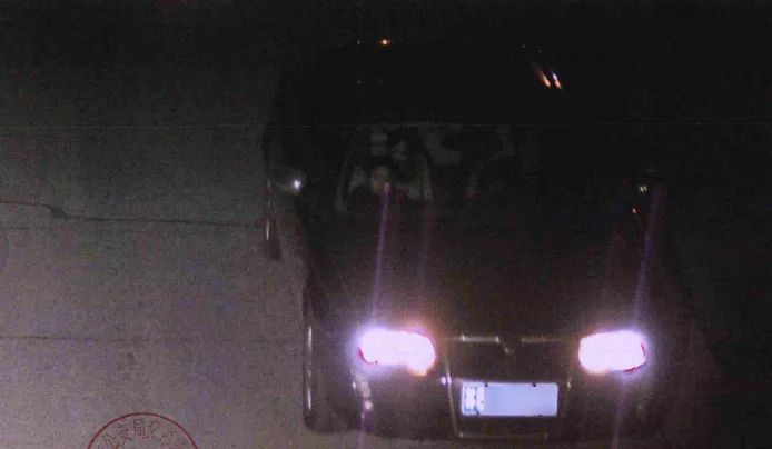 当天晚上23时22分,陈某驾驶私家车行驶至某路段时被监控探头抓拍。