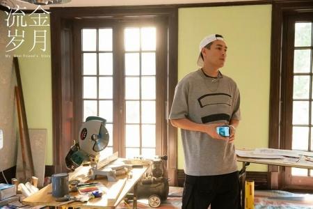 杨祐宁在《流金岁月》里扮演海归修建师王永正。