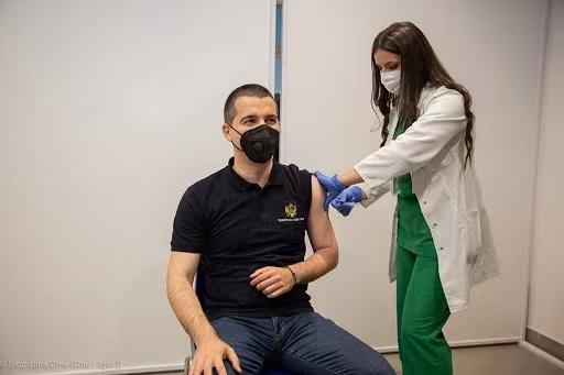 黑山议长贝契奇接种国药新冠病毒灭活疫苗