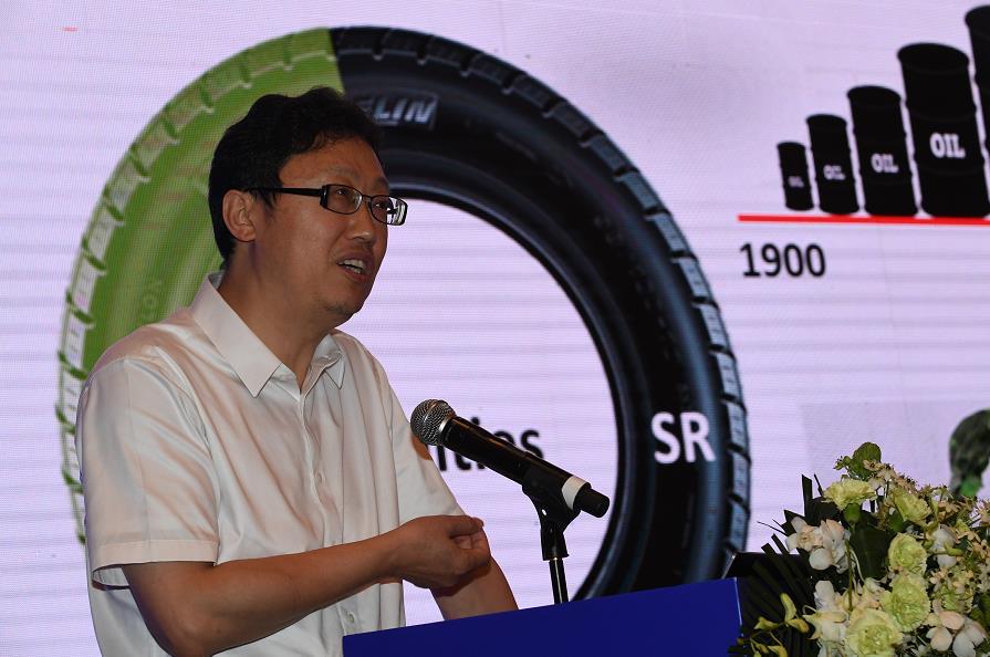 北京化工大学副校长张立群作《中国橡胶材料的绿色低碳发展进展》报告