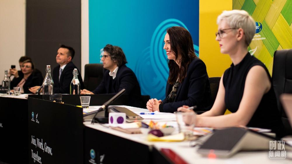 △2021年7月16日,新西兰总理阿德恩(右二)主持APEC领导人非正式会议。(图/亚太经合组织官网)