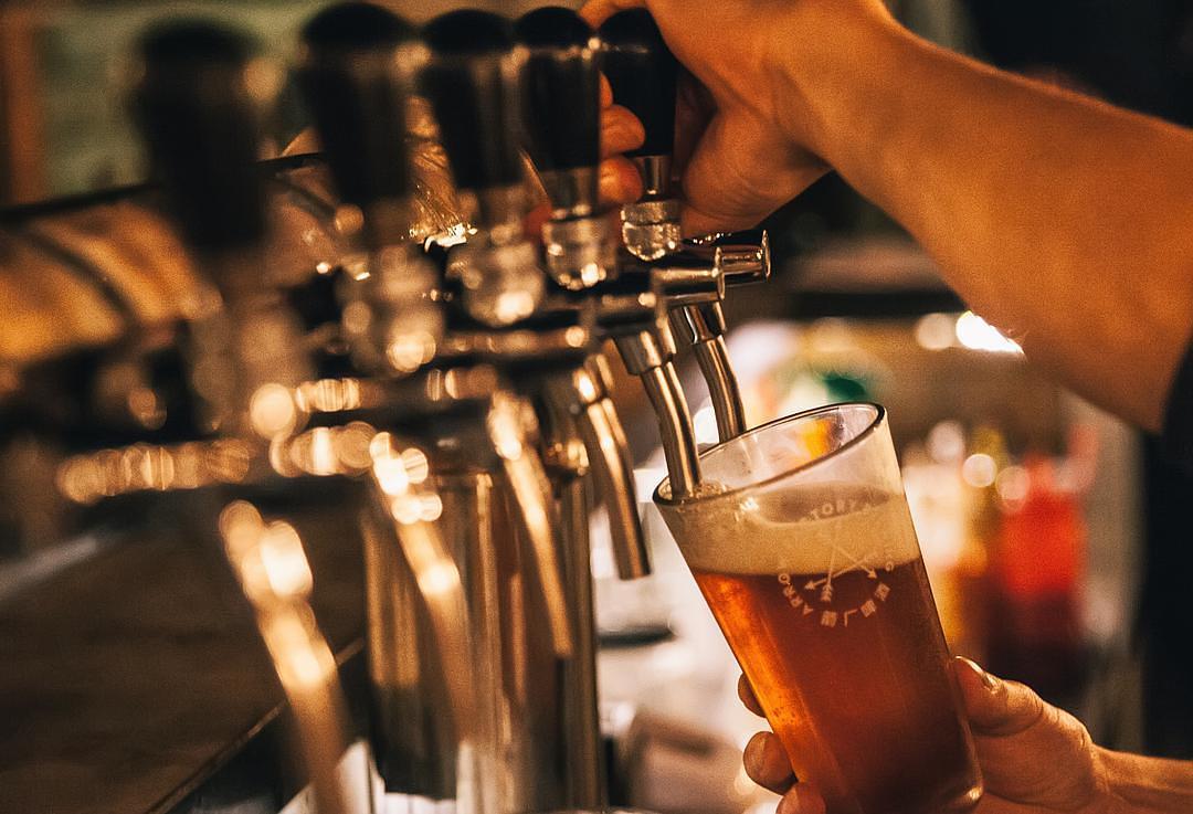 """一瓶啤酒卖500元,进入""""中年危机""""的啤酒厂魔怔了"""