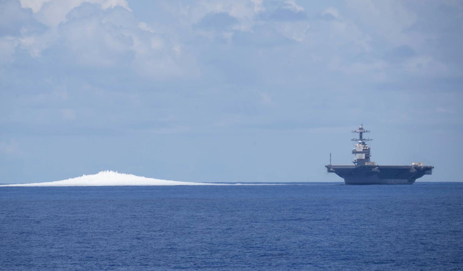"""进行全舰冲击试验的""""福特""""号航母"""