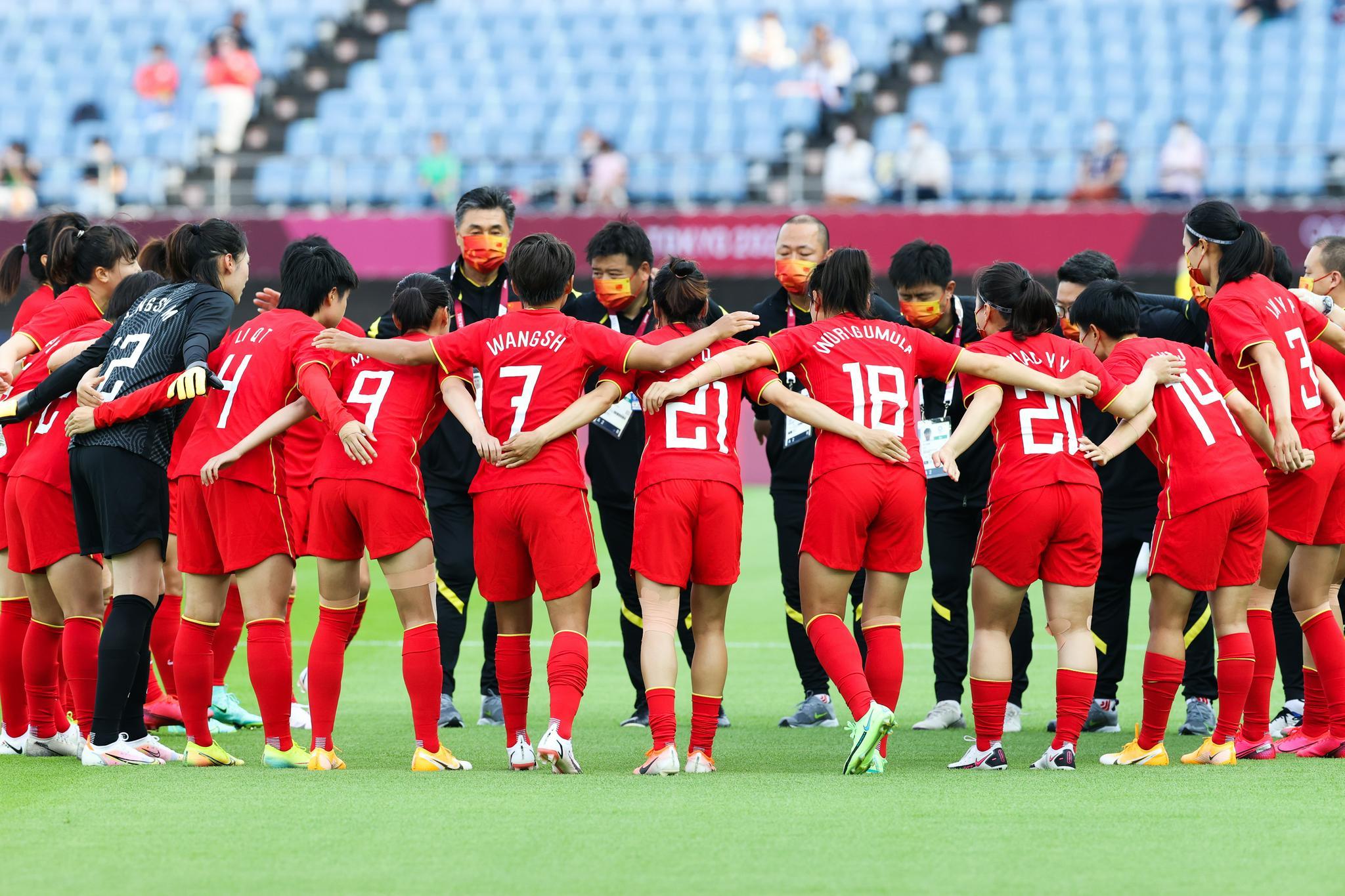 姑娘们抬起头!中国女足四中门柱 打赞比亚必须胜