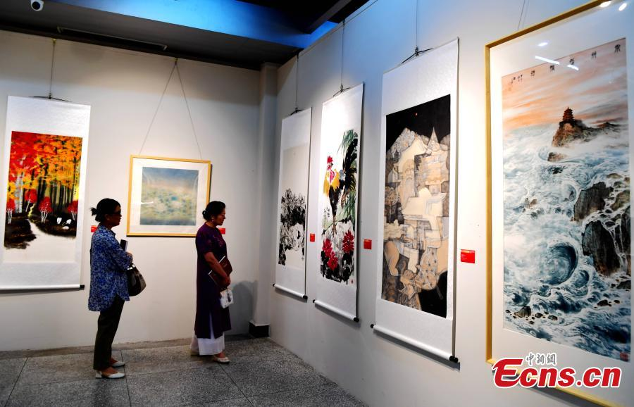 Overseas Chinese artists present art works at World Heritage Committee