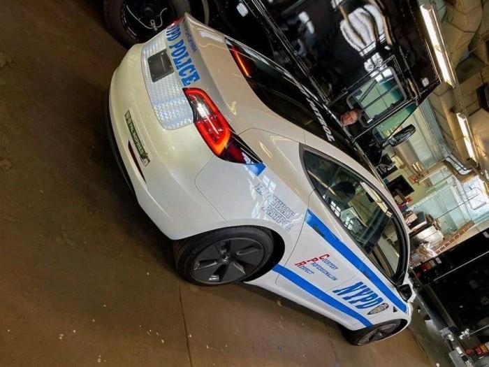 纽约市警察局为其公路巡逻车队购入一辆特斯拉Model 3