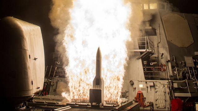 """美军再次进行反导拦截测试,终于击中来袭""""敌方""""弹道导弹目标了"""